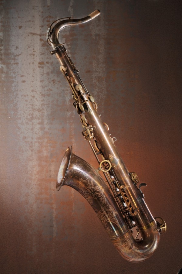 advences-tenor-saxophone-vintage-01