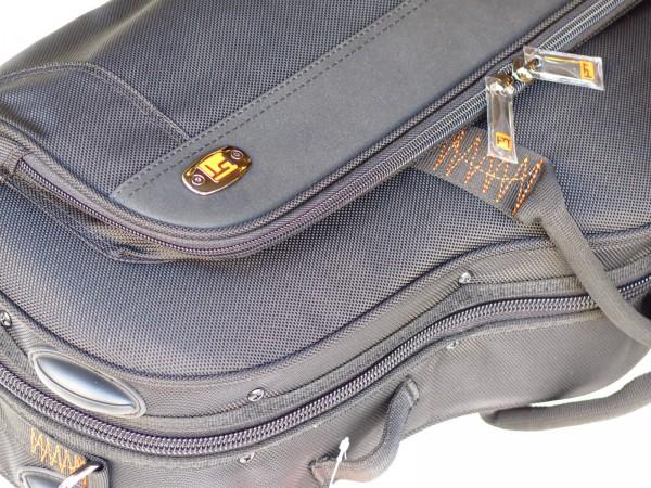 Etui Protec sax alto contoured XL noir (1)