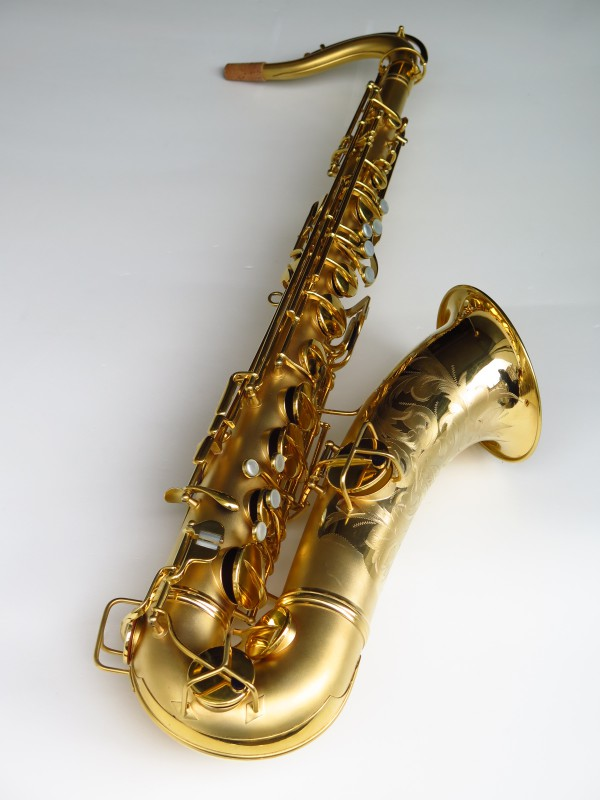 Sax ténor Conn Chu Berry plaqué or (1)