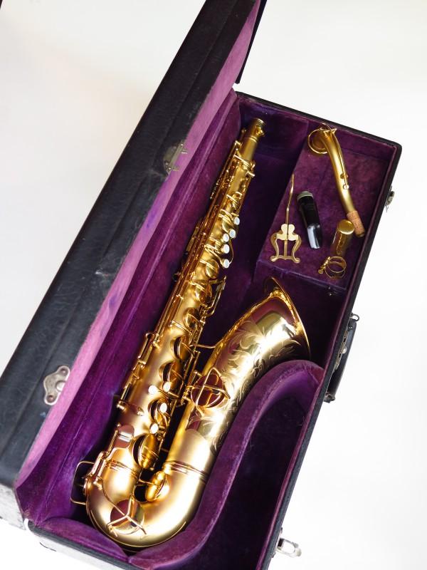Sax ténor Conn Chu Berry plaqué or (10)