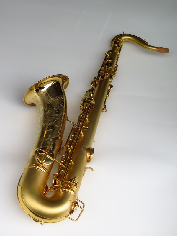 Sax ténor Conn Chu Berry plaqué or (2)