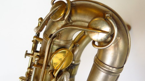 Sax baryton Conn 12M plaqué or (1)
