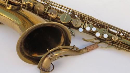 Saxophone ténor Conn transitionnel verni gravé (1)