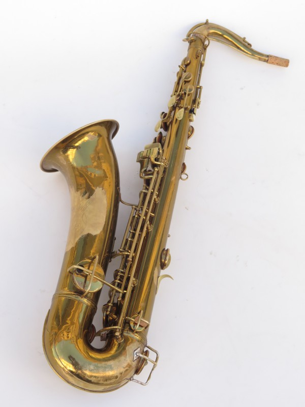 Saxophone ténor Conn transitionnel verni gravé (10)